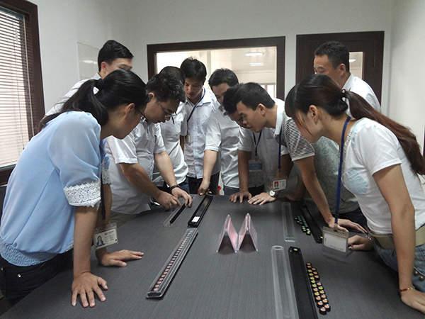 黄文总监演示色棋排列规则